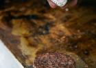 231 east street : un établissement qui sait régaler !  - Un steak à burger préparé par 231 East Street