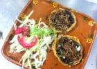 Des insectes au déjeuner : 2 adresses exotiques  - Plateau repas composé de plats d'insectes