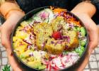 En plein confinement, évadez-vous à Hawaï grâce à Pokawa  - Le poké falafels bios