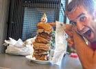 Il s'empiffre du plus gros burger au monde  - Beau Chevassus et son burger XXL