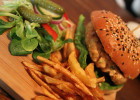Kev Adams ouvre son restaurant healthy en plein Paris   - Restaurant fast-food healthy