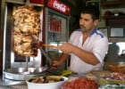 L'annuaire kebab-frites  - Un marchant tranchant des kebab