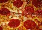 Les pizzas préférées des Français et Américains  - Pizza sauce tomate et rondelles de pepperoni