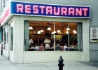 Restaurateurs engagés, restauration responsable  - Vue d'une salle de restaurant depuis la rue