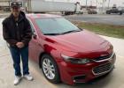 Un livreur de Pizza Hut reçoit une voiture en pourboire  - Robert Peters et sa nouvelle chevrolet