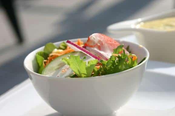 Un bol de salade fraîcheur