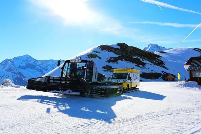 Le Camion à Burger en montagne enneigée
