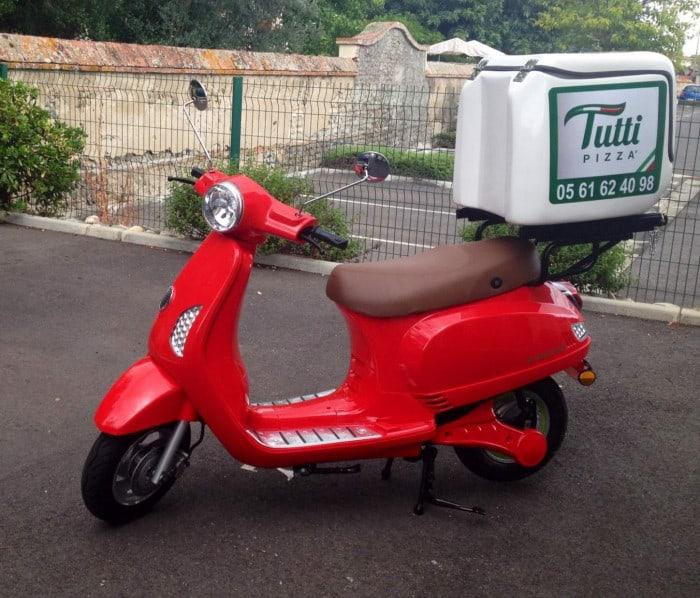 Scooter écologique chez Tutti Pizza