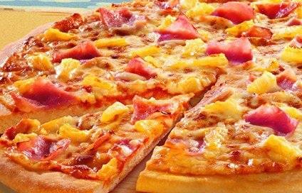 Des couleurs chaudes sur une pizza Pizza Hut
