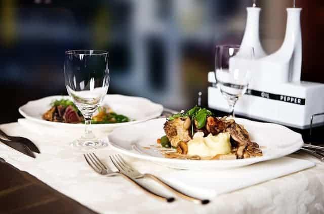 Diner-lecture au restaurant
