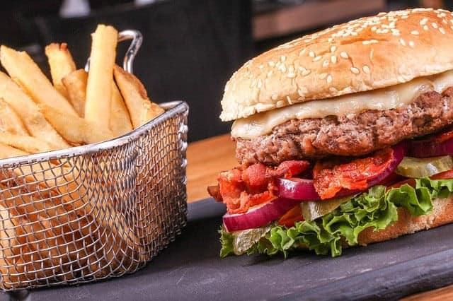 Burger et frites à volonté