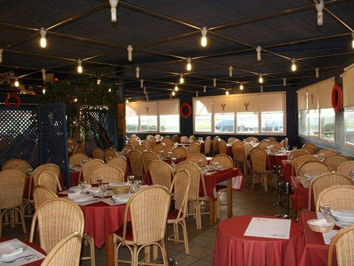 Tables dans un restaurant pedra alta