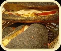 Sandwich dans du pain aux sésames