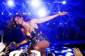 Beyonce Knowles livre des pizzas à ses fans