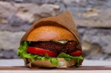 Beyond Burger est disponible au 231 East Street