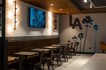 Carl's Jr® ouvre son 1er restaurant à l'aéroport Paris-CDG