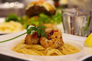 Cuisine italienne sur la terrasse de l'Aqua Restaurant