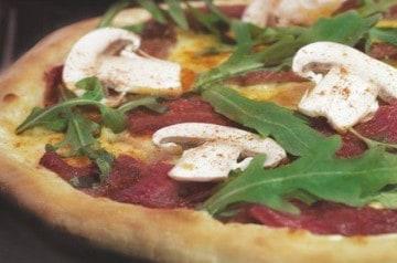 Des pizzas au Jambon Aoste et bœuf fumé à La Boîte à Pizza