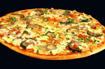Des pizzas disponibles à la découpe chez Pizza Rustica