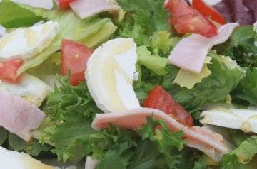 Deux salades légères chez Pizz à II