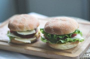 Envie de vous faire livrer un burger à Paris en pleine nuit?