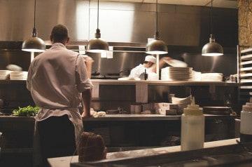 Gordon Ramsay vole au secours d'un apprenti cuisinier nain