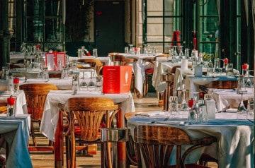 Insolite: un client emporte avec lui la table d'un resto