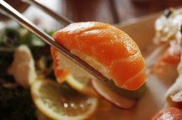 Insolite : un sushi qui bouge encore dans l'assiette