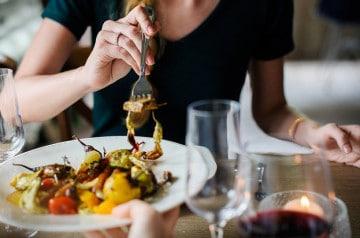 L'ambiance d'un restaurant influencerait nos choix de plats