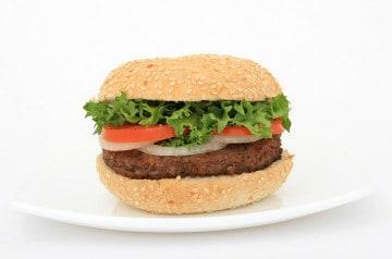 Le burger, star de la carte des restaurants en France