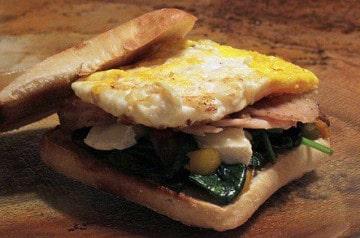 Le sandwich avec œuf, le petit déjeuner façon Five Guys