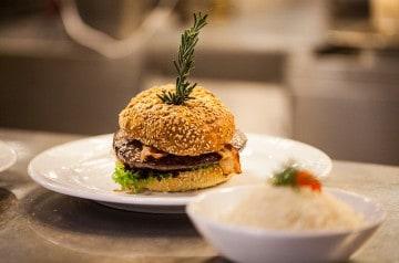 Les burgers gourmets : du fast food à la haute gastronomie
