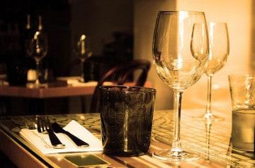 Les tables d'un restaurant réservées jusqu'en 2025