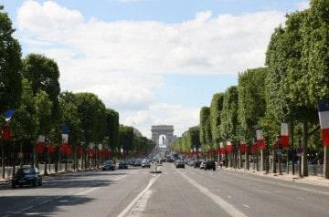 Moins de restaurants sur les Champs-Elysées?