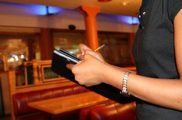 Sasha Obama est serveuse dans un restaurant