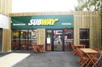Subway sur l'autoroute A89 en 2013