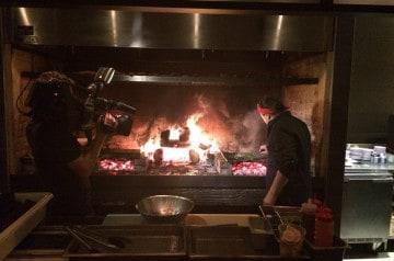 Tentez le resto qui cuisine au feu de bois