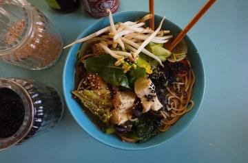 Un restaurant dédié aux nouilles thaï à Paris