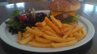 Le Café de la Colonne - Une assiette burger