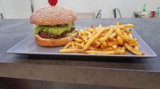 Le CH9 - Un burger, frites