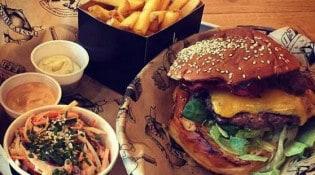 La Croustillade - Un burger, frites, salade