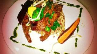 Le Prelude - Un sauté de bœuf sauce soja sucrée accompagné de germes de soja et de quinoa