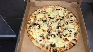 Délices Pizza - Une pizza
