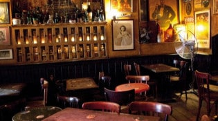 Café Brun - La salle de restauration