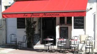 Le Petit Maurian - La façade du restaurant avec la terrasse