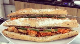 Café Albertine - sandwiches: poulet teriyaki, concombre et carotte.