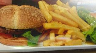Le Farinaud - Une assiette burger