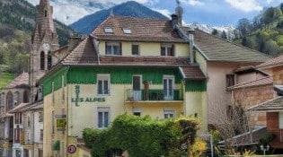 Les Alpes - La façade du restaurant