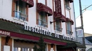 Hostellerie du Grand Sully - La façade du restaurant