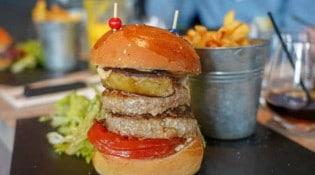 L'Avant Première - Un burger, frites